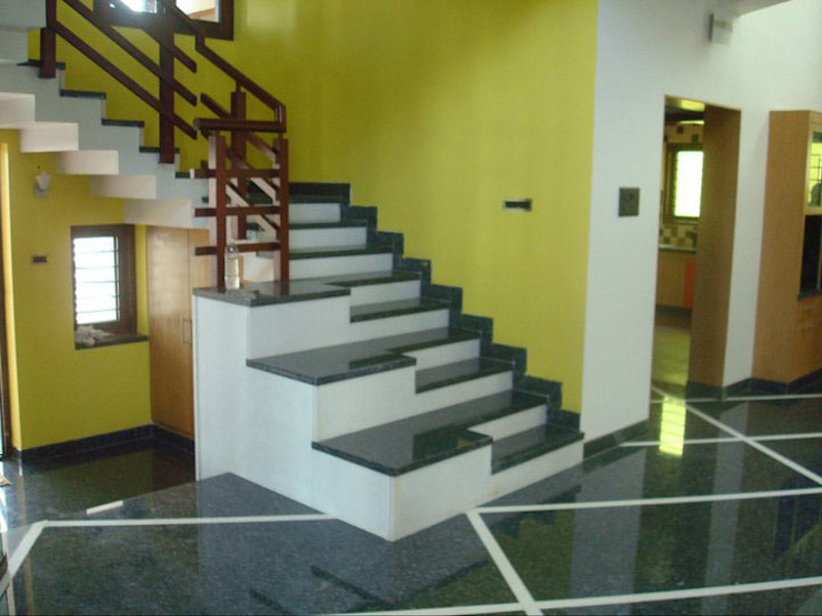 RESIDENCE FOR DR.GOPU & DR.SHANTHI Modern corridor, hallway & stairs by Muraliarchitects Modern