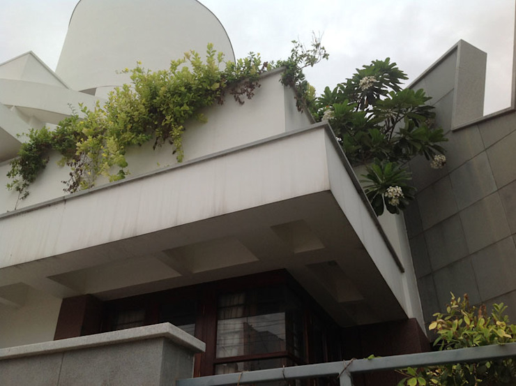 RESIDENCE FOR DR.GOPU & DR.SHANTHI Modern houses by Muraliarchitects Modern