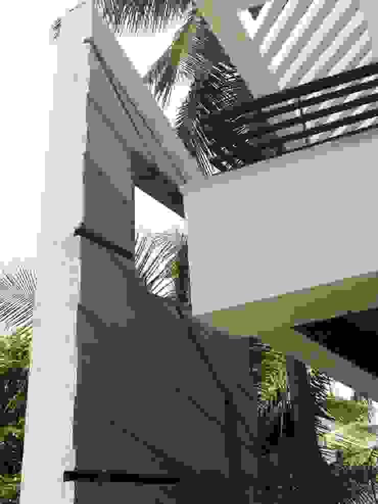 ARUNAGIRI RESIDENCE Modern houses by Muraliarchitects Modern