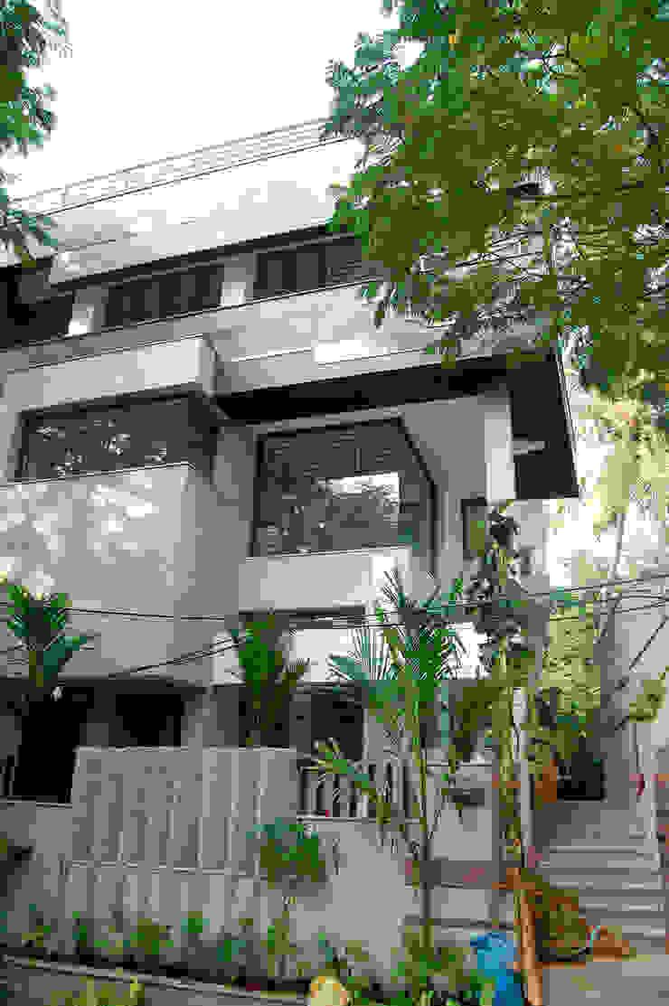 DR.HARIHARAN RESIDENCE Modern houses by Muraliarchitects Modern