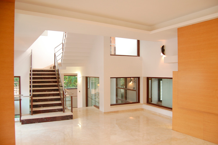 DR.HARIHARAN RESIDENCE Modern windows & doors by Muraliarchitects Modern