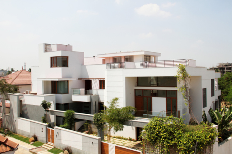 RESIDENCE FOR MRS. & MR. VASUKI RAJAGOPALAN Modern houses by Muraliarchitects Modern