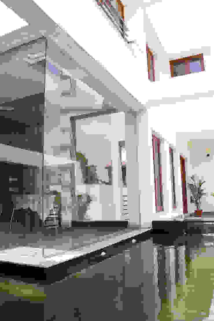 Balcones y terrazas modernos de Muraliarchitects Moderno