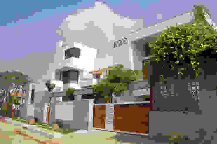 RESIDENCE FOR MRS. & MR. VASUKI RAJAGOPALAN Modern houses by Muraliarchitects Modern