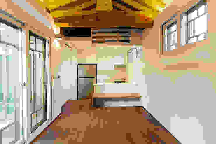 생활공간: 라이프인스탈로의  거실,모던