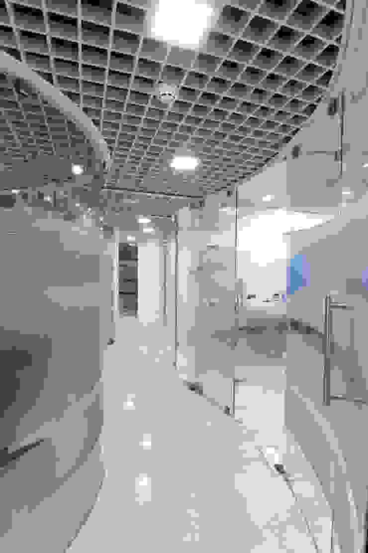 HEARING AID CENTRE Modern clinics by Muraliarchitects Modern