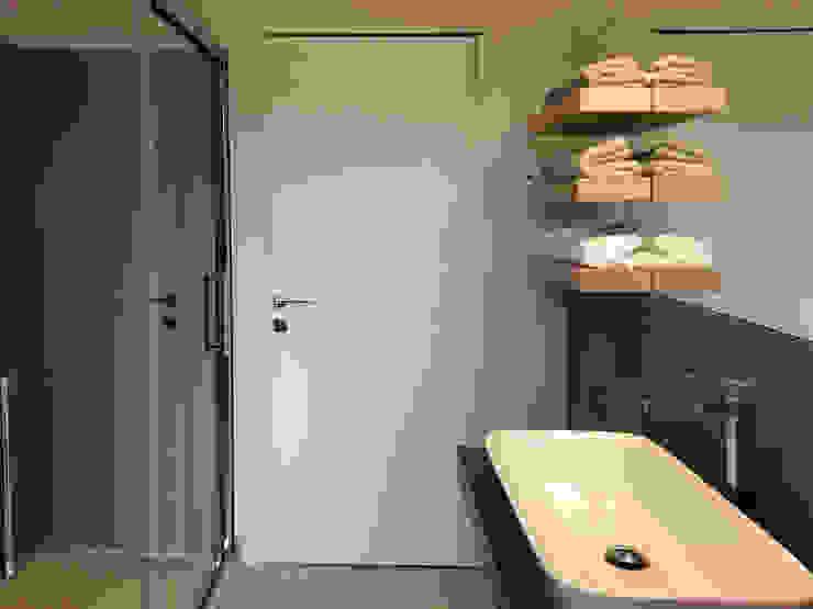 Banheiros modernos por Laura Canonico Architetto Moderno