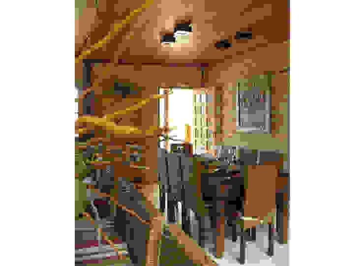 Residência Outeiro Salas de jantar tropicais por Cria Arquitetura Tropical