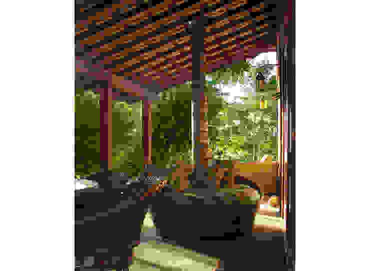 Balcones y terrazas tropicales de Cria Arquitetura Tropical