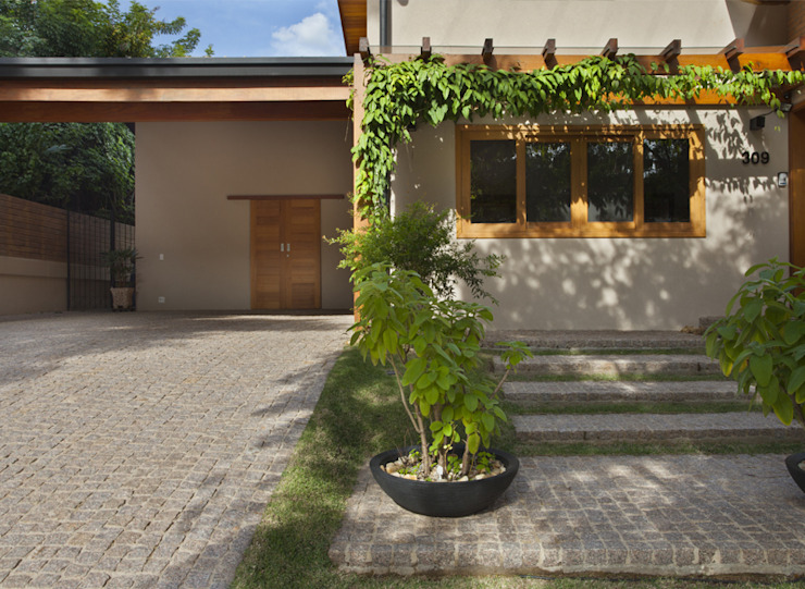 Rustic style house by Cria Arquitetura Rustic