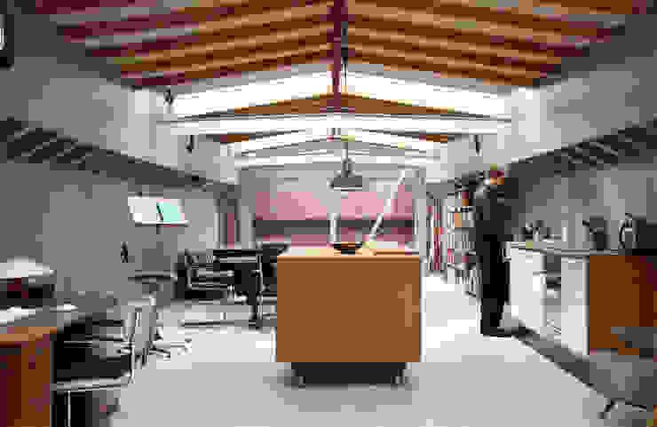 Woonschip Panta Rhei Moderne keukens van Roel Bosch architecten Modern