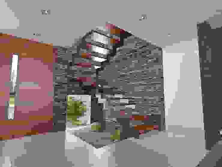 Chazarreta-Tohus-Almendra Pasillos, vestíbulos y escaleras modernos