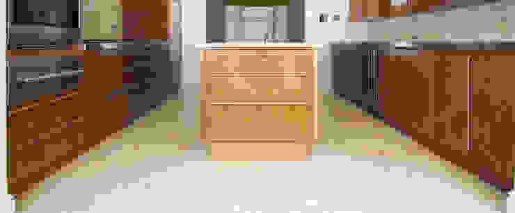 American Black Walnut Kitchen designed and made by Tim Wood Modern kitchen by Tim Wood Limited Modern