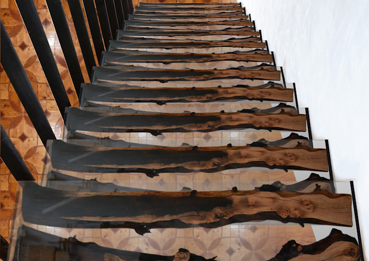APPLE WOOD and EPOXY RESIN stairs di ANTICO TRENTINO S.R.L. Moderno