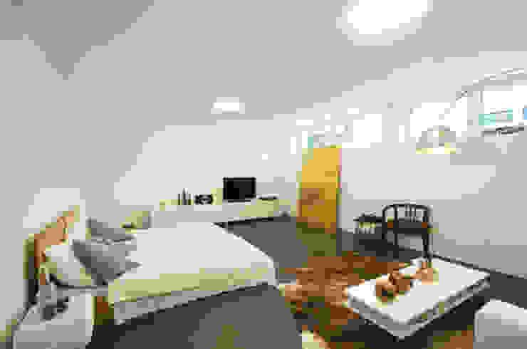 Einfamilienhaus im Schweizer Mittelland Moderne Schlafzimmer von Unica Architektur AG Modern