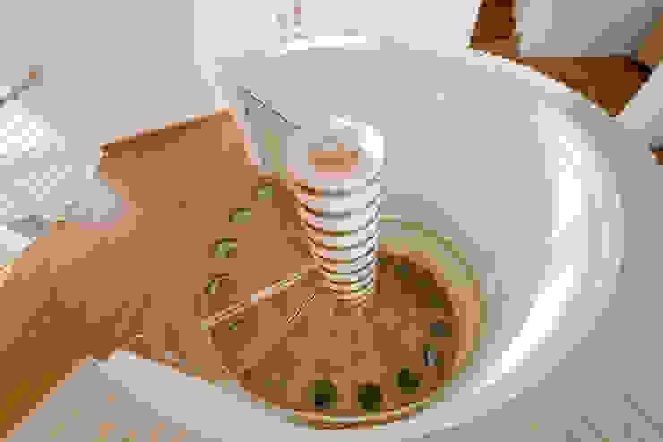 ANTICO TRENTINO S.R.L. Corredor, hall e escadasEscadas
