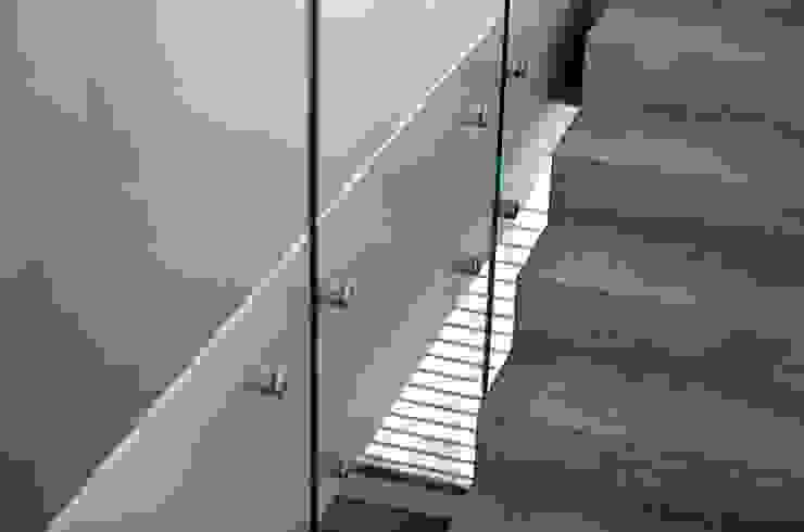 Couloir, entrée, escaliers modernes par Unica Architektur AG Moderne