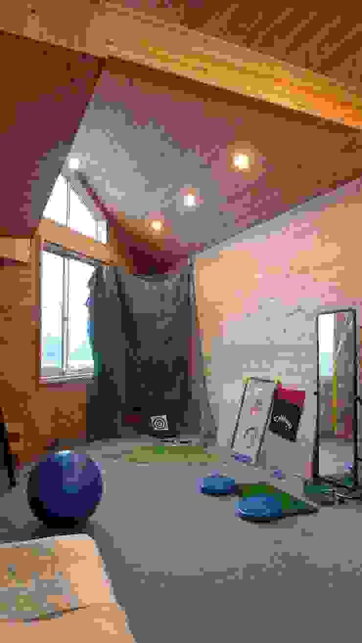 田主丸のウィークエンドハウス 北欧デザインの ホームジム の u.h architects 北欧