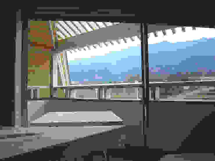 田主丸のウィークエンドハウス 北欧デザインの テラス の u.h architects 北欧