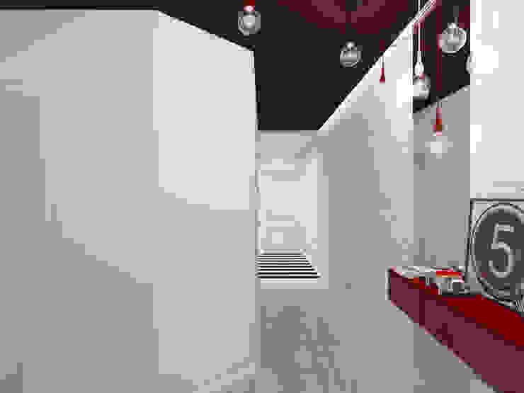 Интерьер квартиры для молодого человека Коридор, прихожая и лестница в стиле минимализм от Оксана Мухина Минимализм