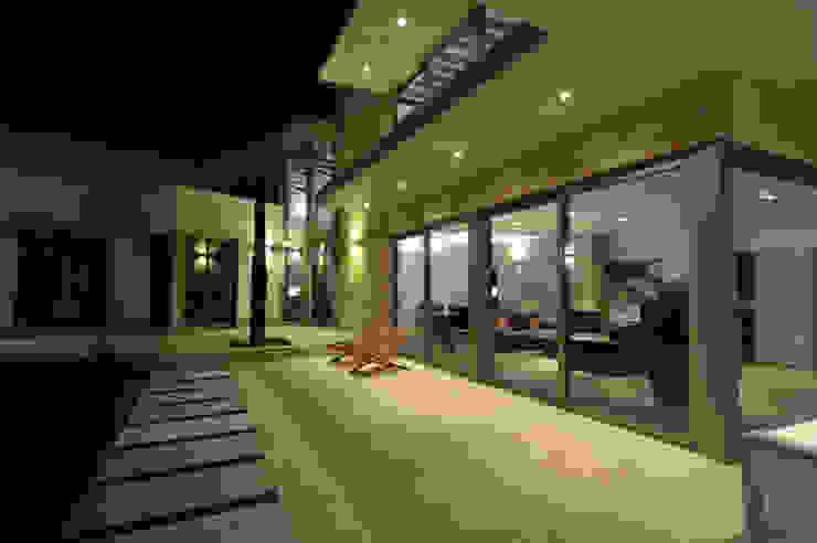 Unión de los dos cuerpos Casas de estilo moderno de Chiarri arquitectura Moderno