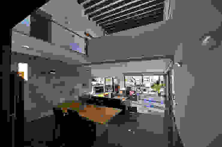 Salas de estar  por Chiarri arquitectura