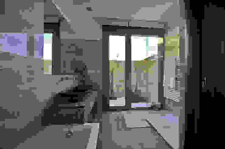 Banheiros  por Chiarri arquitectura