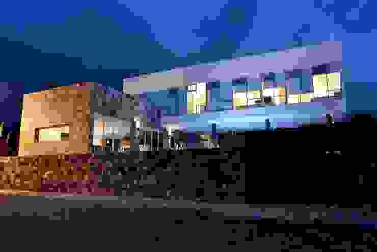Maisons modernes par TREEHOUSE ARQUITECTURA Y LUZ Moderne