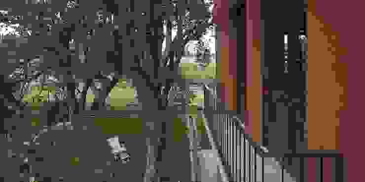 Bórmida & Yanzón arquitectos Balcones y terrazas rústicos