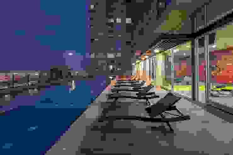 UNUO Interiorismo Eclectic style pool