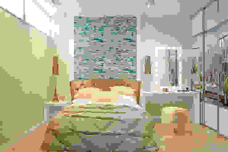 Phòng ngủ phong cách hiện đại bởi Студия интерьерного дизайна happy.design Hiện đại