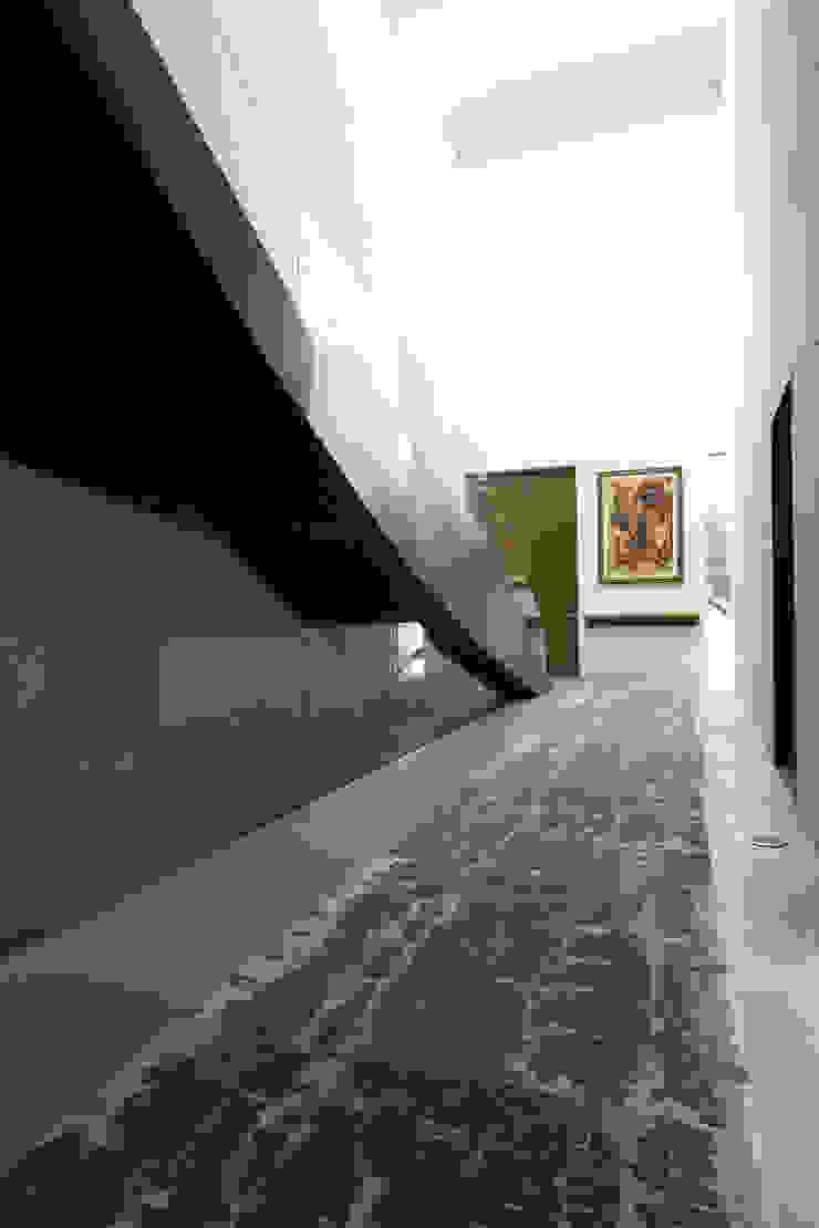 Casa BC Pasillos, vestíbulos y escaleras modernos de GLR Arquitectos Moderno