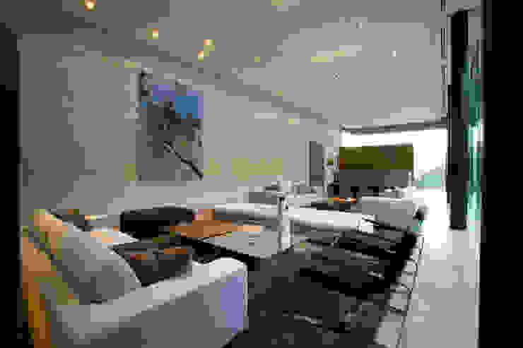 Casa BC Salones modernos de GLR Arquitectos Moderno