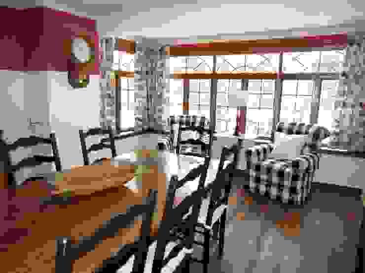 Country Farmhouse Salle à manger originale par Kathryn Osborne Design Inc. Éclectique