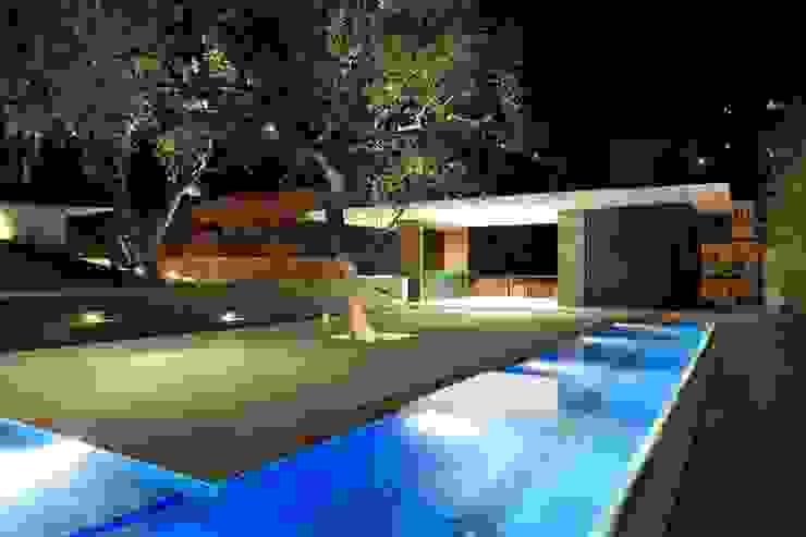 Casa BC Albercas modernas de GLR Arquitectos Moderno