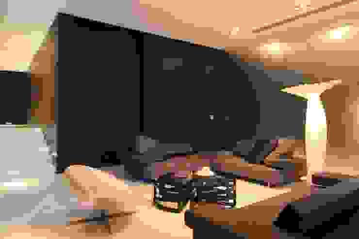 Casa CG: Salas de estilo  por GLR Arquitectos, Moderno