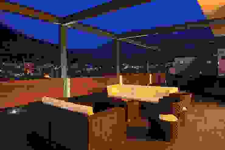 Casa CG: Terrazas de estilo  por GLR Arquitectos, Moderno
