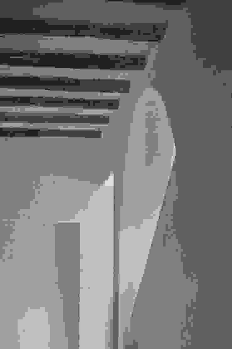 Bórmida & Yanzón arquitectos Pasillos, halls y escaleras rústicos