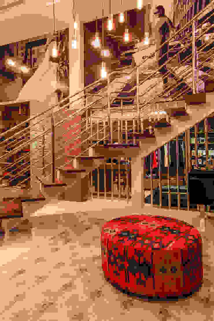 Escada Lojas & Imóveis comerciais modernos por Élcio Bianchini Projetos Moderno