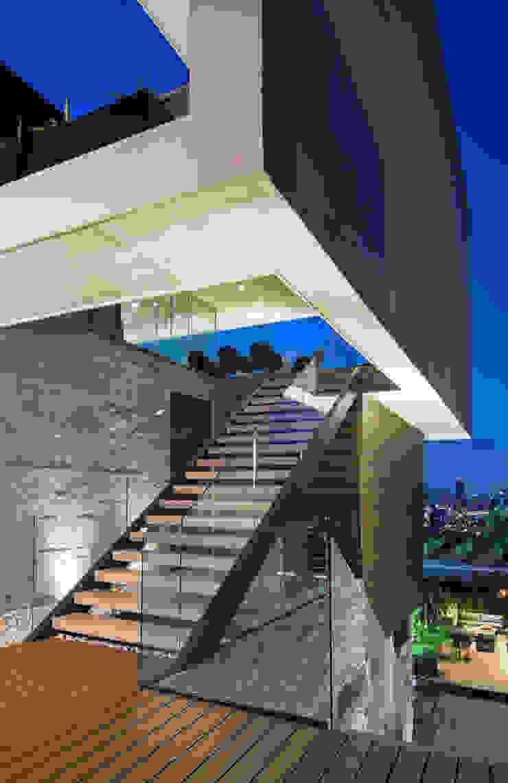 Casa MT Pasillos, vestíbulos y escaleras modernos de GLR Arquitectos Moderno