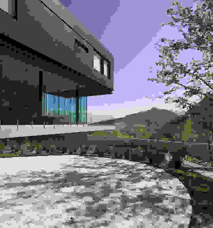 Casa BC Balcones y terrazas modernos de GLR Arquitectos Moderno