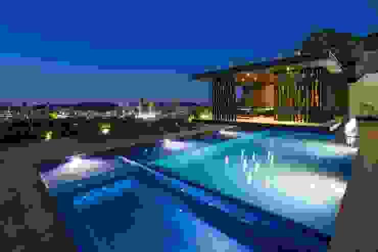 Casa MT Albercas modernas de GLR Arquitectos Moderno