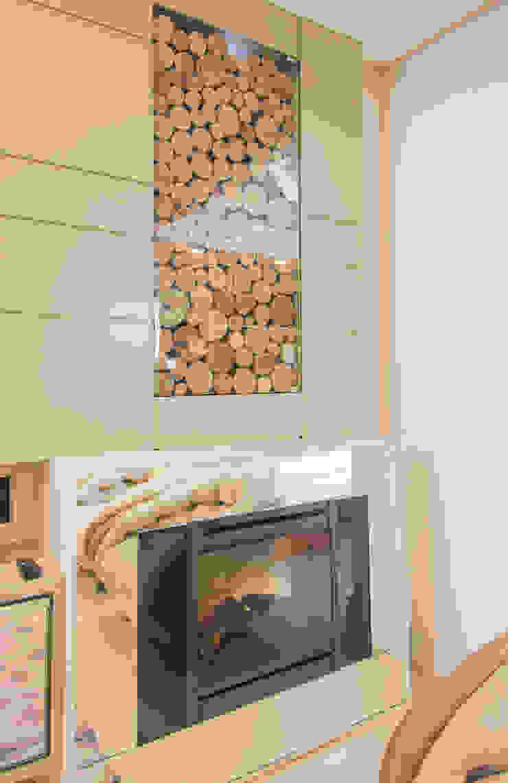 lareira clean Salas multimídia modernas por Élcio Bianchini Projetos Moderno