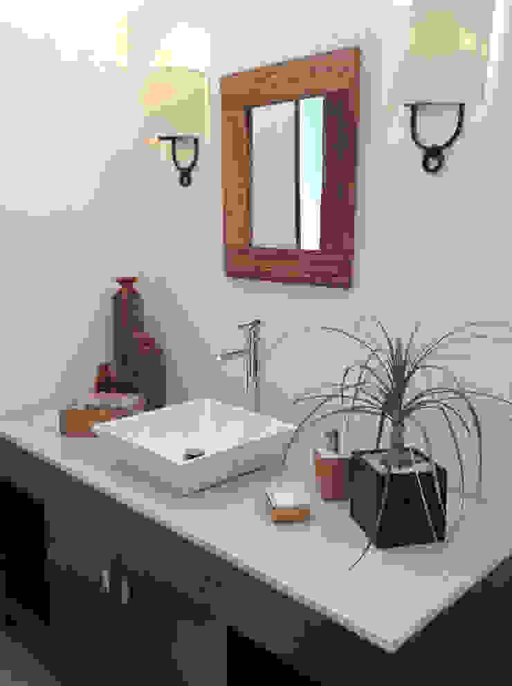 Nowoczesna łazienka od InteriorEs Silvana McColgan Nowoczesny