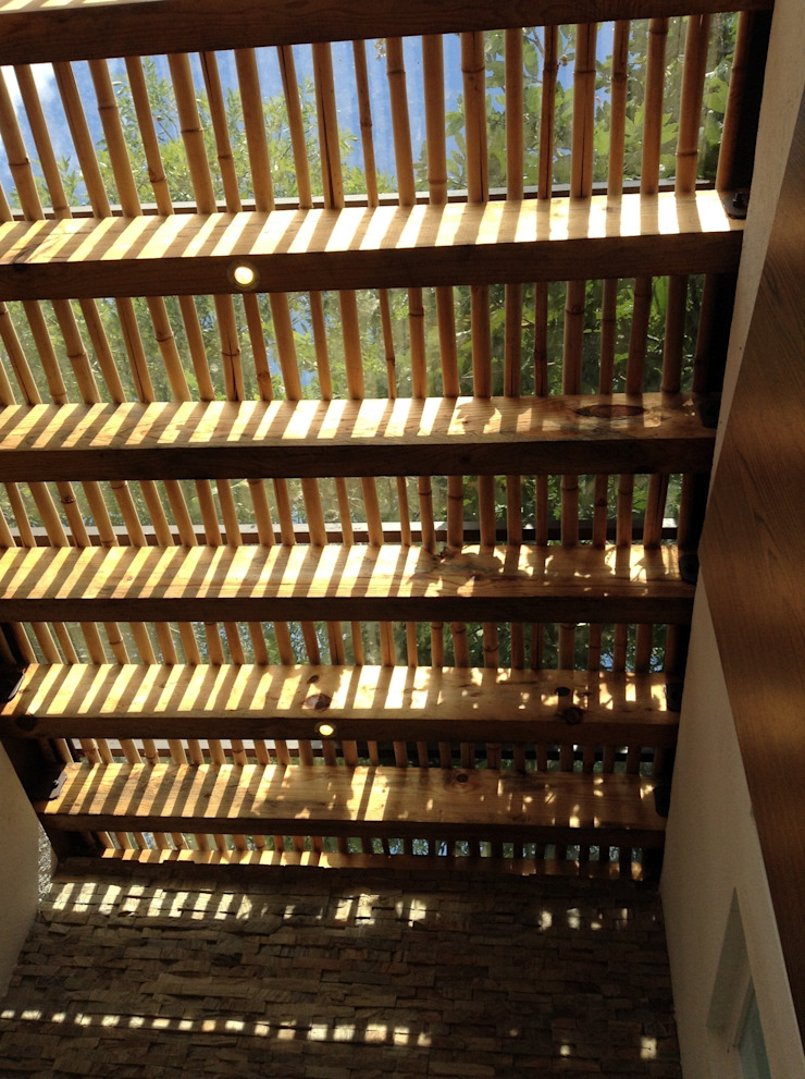 Nowoczesny balkon, taras i weranda od InteriorEs Silvana McColgan Nowoczesny