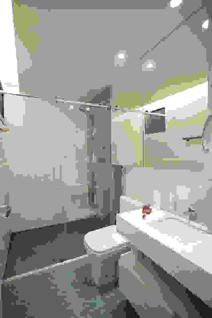 AH 1302 Banheiros modernos por POCHE ARQUITETURA Moderno