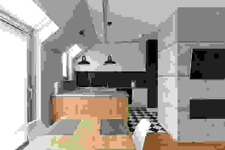 Mieszkanie w Warszawie/ IN PRACOWNIA Minimalistyczna kuchnia od www.niewformie.pl Minimalistyczny