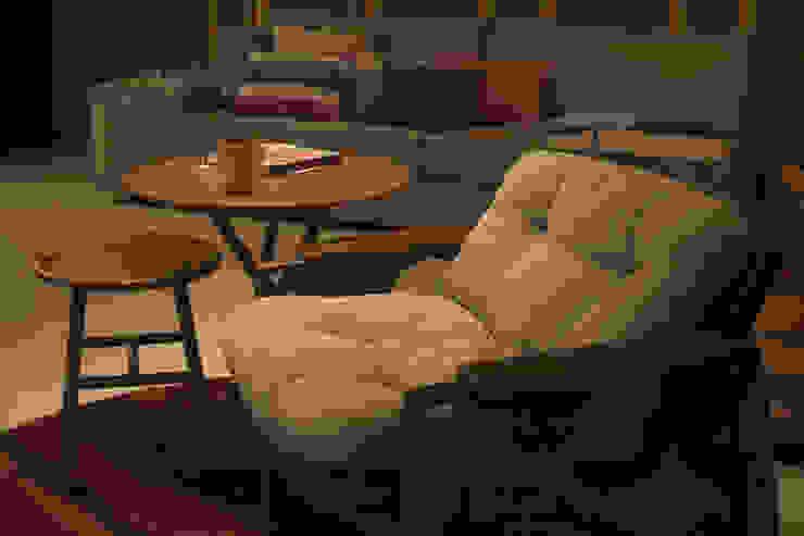 AH 1302: Sala de estar  por POCHE ARQUITETURA