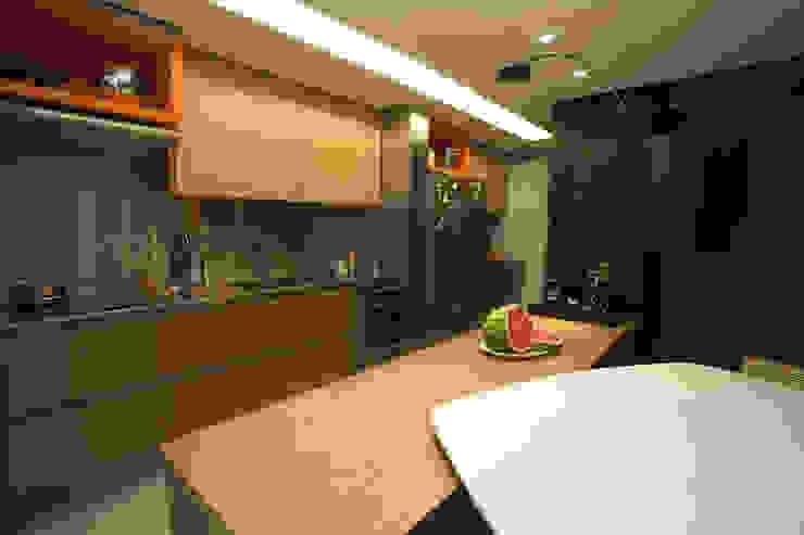 AH 1302 Cozinhas modernas por POCHE ARQUITETURA Moderno