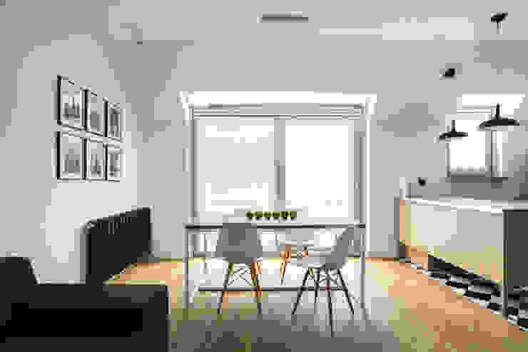 Mieszkanie w Warszawie/ IN PRACOWNIA Minimalistyczna jadalnia od www.niewformie.pl Minimalistyczny